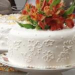Gâteau mariage (genoise, crème légère et pêches)