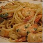 Camusquim de Camarão (Creme à la Crevette, dende, olives vertes, épices, herbes aromatiques servi avec des spaghetti)
