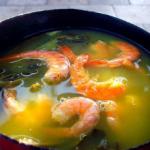 Tacacá aux crevettes (soupe crémeuse aux crevettes, herbes et « tapioca »-sous produit de la manioc)
