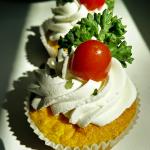 Gâteau salé patata douce, mozzarella, tomate confit, origon, ricotte et crème au parmesan