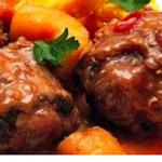 Rabada (queue de boeuf, épices, herbes aromatiques, sauce aux legumes et vin blanc avec creme de mais)
